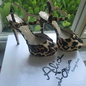 Like New! Alice + Olivia Platform Sandals Leopard